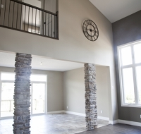 the-carpenter-stone-pillars-off-great-room
